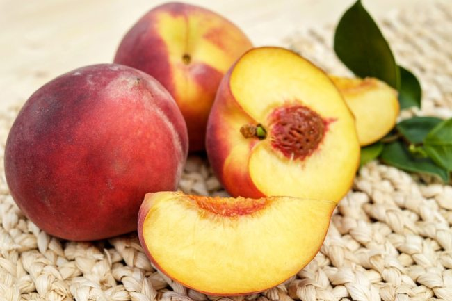 Peach Fruit Aadu ka phal benefits in Hindi